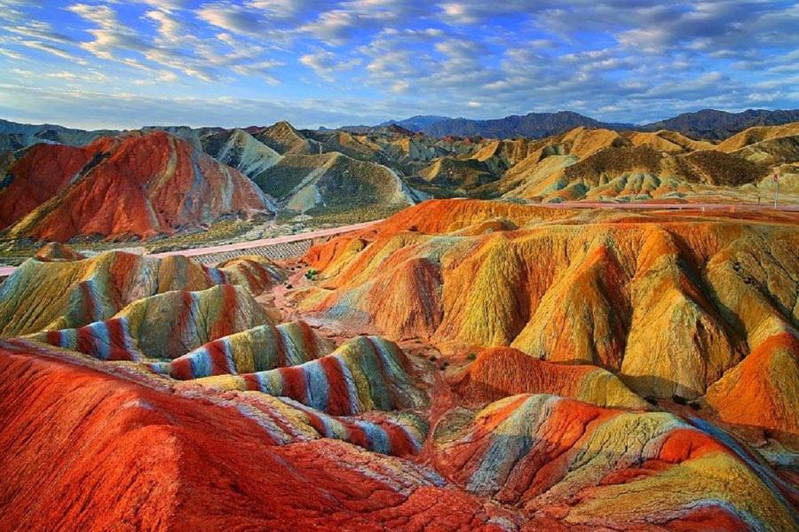 Vinicunca Rainbow Mountain |  15 vendet më të çuditshme në të gjithë botën që duhet të vizitoni në vitin 2020 |  ZestRadar