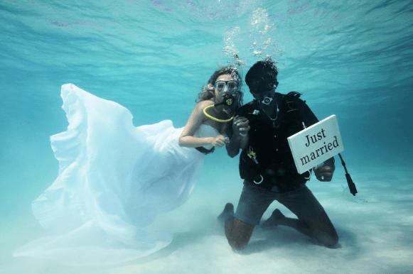 6. Underwater | Top 9 Most Bizarre Places to Get Married | Brain Berries