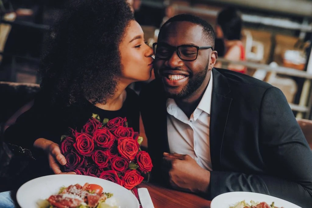 6 hing women notice about men on the first date 3