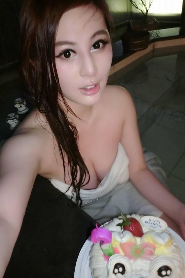 張永歆 - 台灣乳神、E神、戀戀關島寫真撐爆黑bra、賭債肉償全裸玩世足獻封王乳