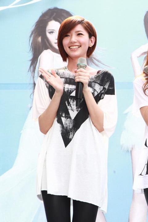 郭雪芙 - Dream Girls新一代夢幻宅男女神FHM百大性感美女冠軍、潮紅性感長腿脫光光、美食天后