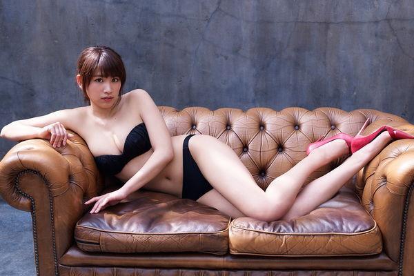 久松郁實 - 令人無法停止凝視的完美火辣誘人胴體緊緻肌膚、19歲現役女大學生美少女蜜乳成熟時寫真粉絲爭住捧場