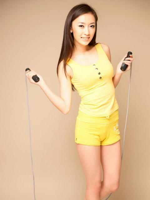 施柳屹 - 北京氣質校花正妹高爾夫寶貝、美空超?美女比基尼黑絲爆乳超性感、荒村公寓裸戲犧牲大