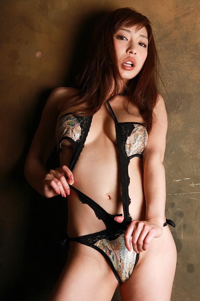 佳山三花 - 日本狂野AV女優火辣全裸露球、爆乳加性感美腿又猛放電讓人受不了