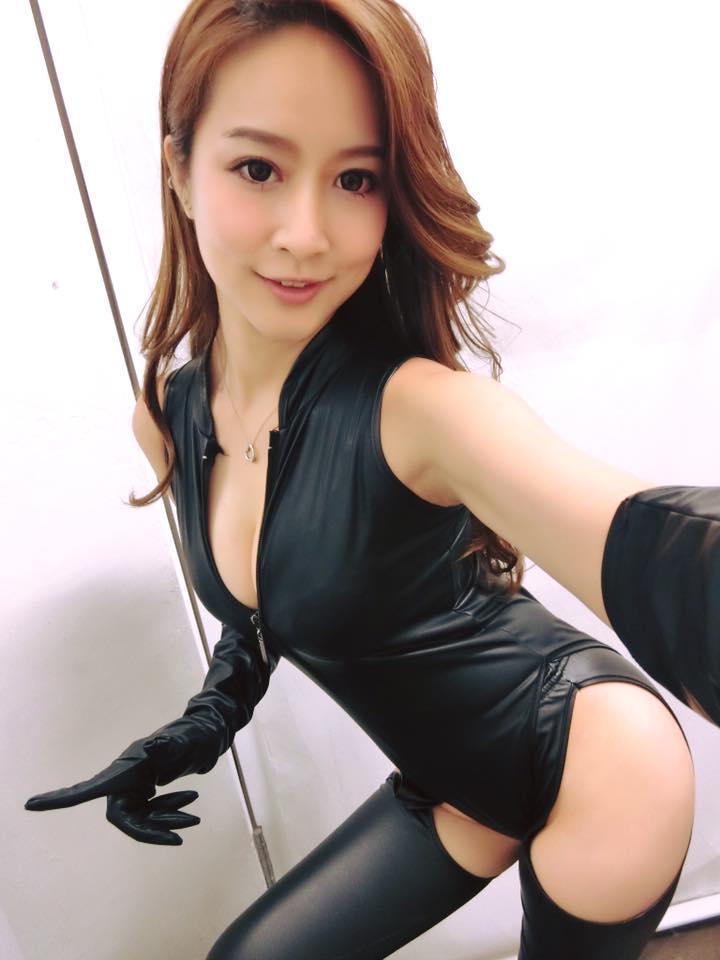 凱樂 - SG Kayler露出微笑線鄉民集體啊嘶、新模女神超長美腿太惹火、大眼甜心舉牌女郎