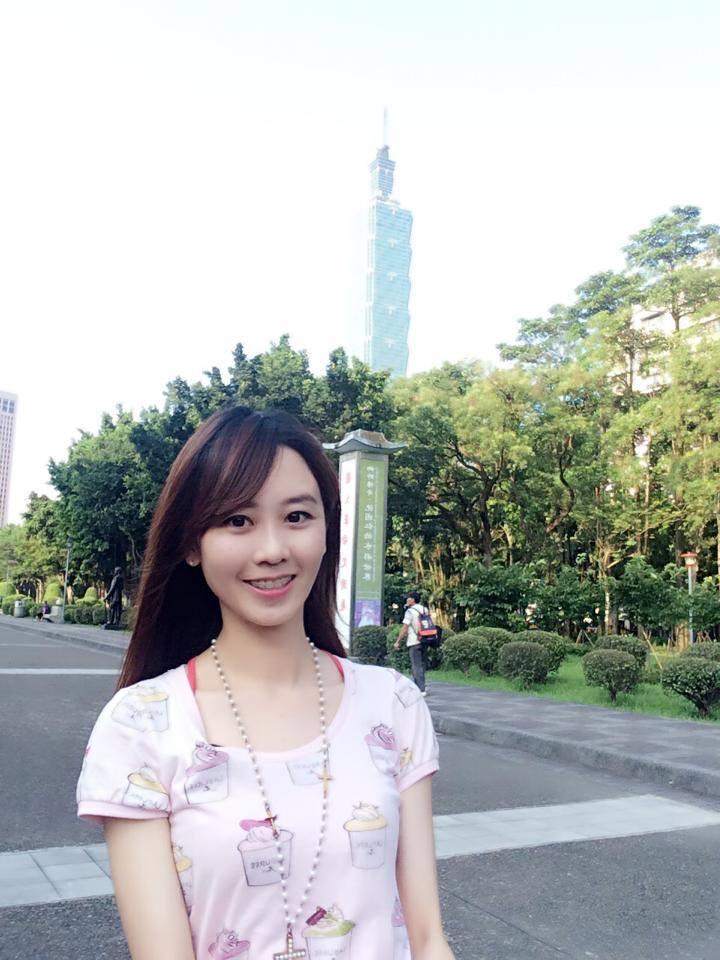 楊智捷 - 又一正妹台大主播死會爆乳婚紗超美、不科學非凡美女記者新婚對象是PTT鄉民