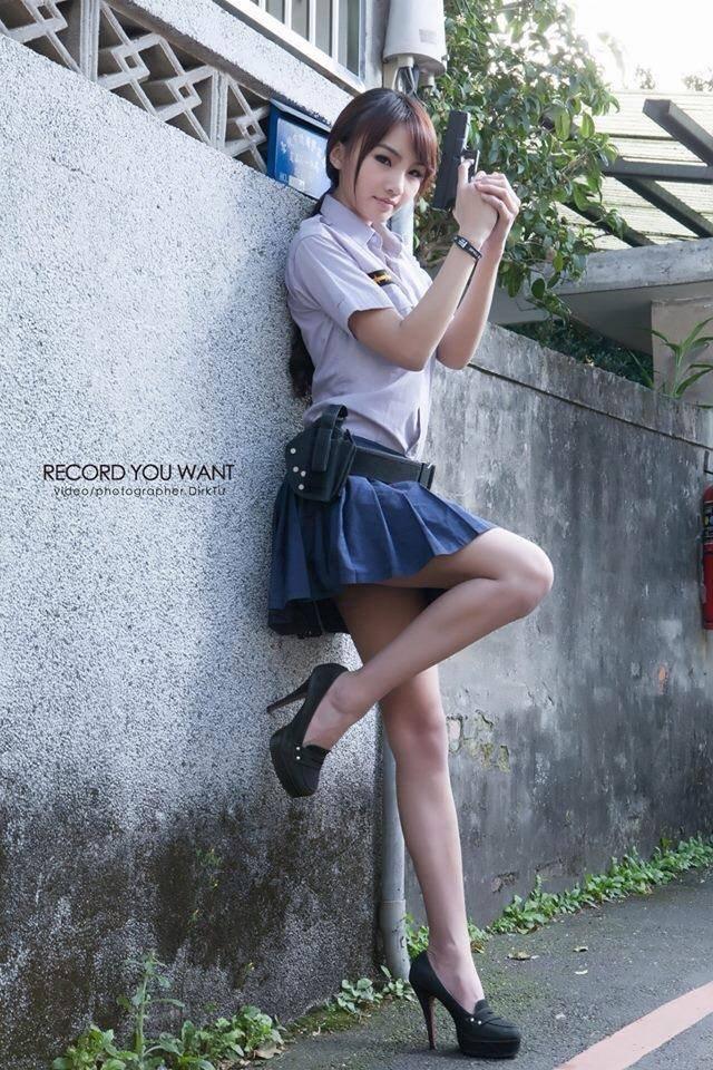 張佳瑩 - 臉書五姬正妹壽司超犯規女神腰瘦奶碰美乳美女、無名正妹常勝軍110公分白嫩美腿性感無極限