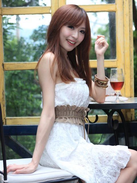 倪千凌 - 陳佳筠、白皙笑容甜美職撞舉牌波神露小西Lucy、汽車女郎腿模、美腿成展場最吸睛