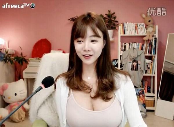 BJ 雪梨 - 南韓巨乳實況正妹腰細奶大、呼之欲出的巨乳