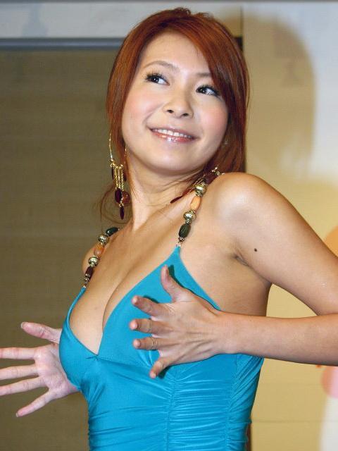 川島茉樹代 - Makiyo中日混血雄偉大奶月花21萬挨批敗家、和友寄隆輝發生親密關係男伴多、與日本友人狂毆小黃司機