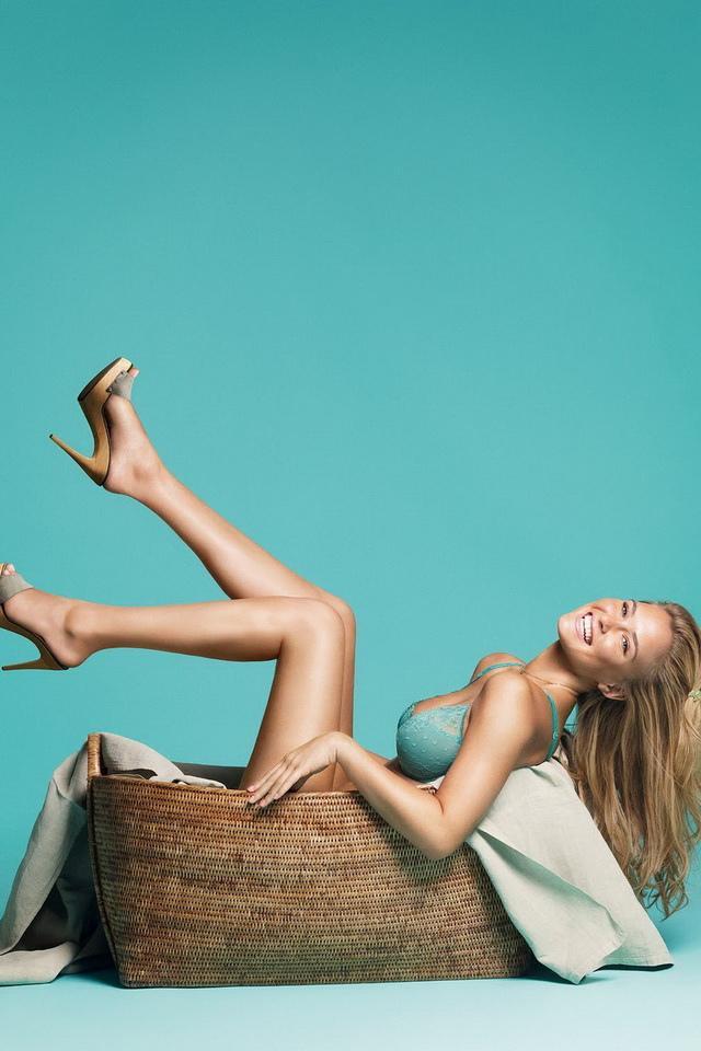 芭兒拉法莉 - 李奧納多前女友以色列性感超模Bar Refaeli訂婚以色列富商、一絲不掛挺翹臀姿態撩人全裸下海