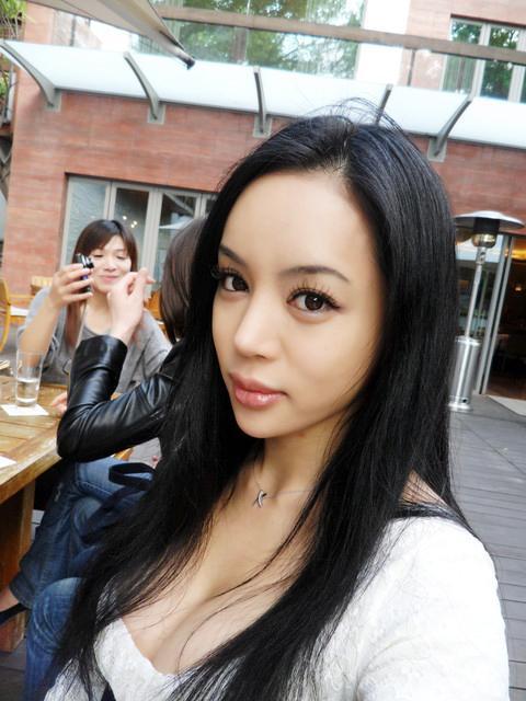 林韋伶 - 混血砲后挺9月肚嫁Richard黃、改名陳垣妧復出去腥味、3EP性感美少女