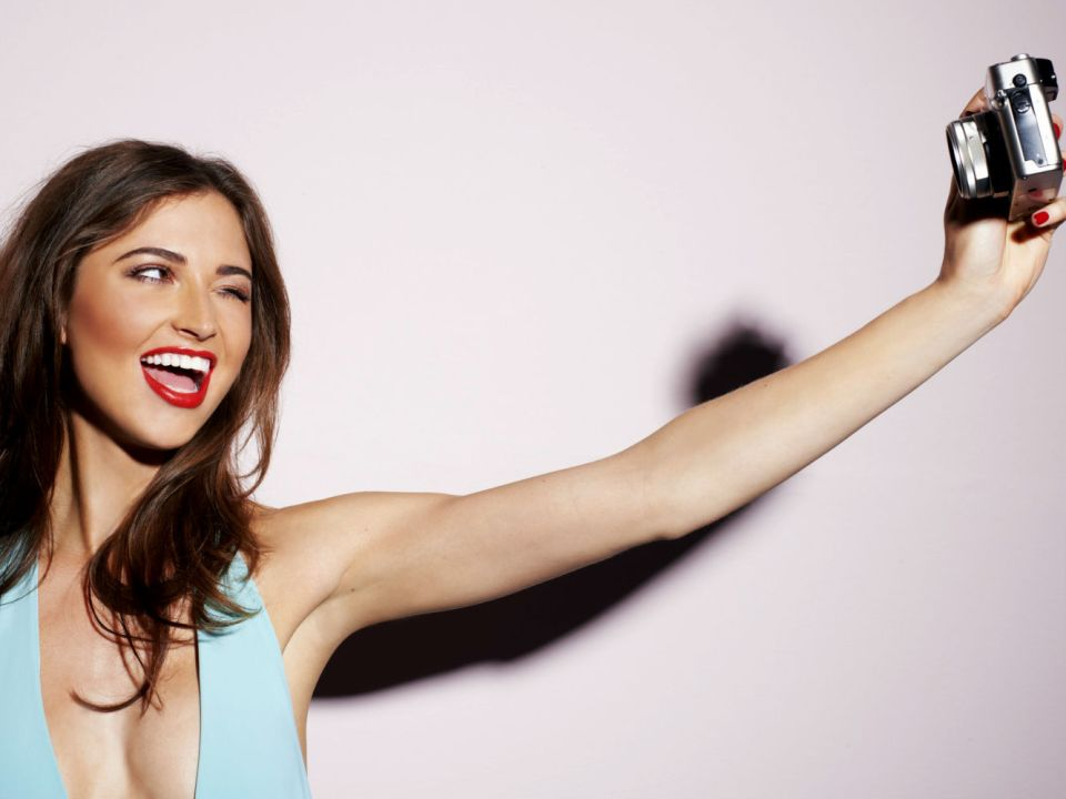 12 Tips on How to Make the Perfect Selfie