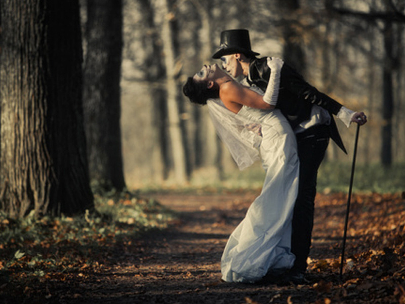 Elegant And Spooky Halloween Wedding Ideas