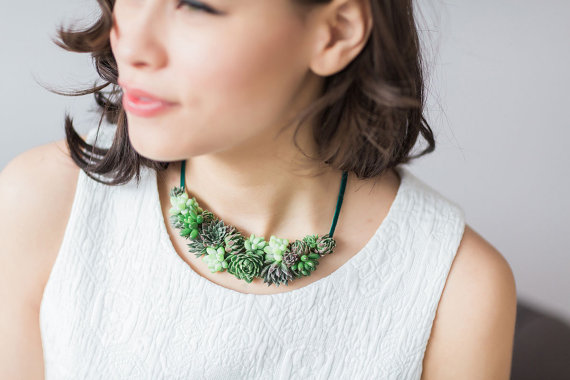 living_jewelry_a_unique_and_elegant_way_to_accessorize_08