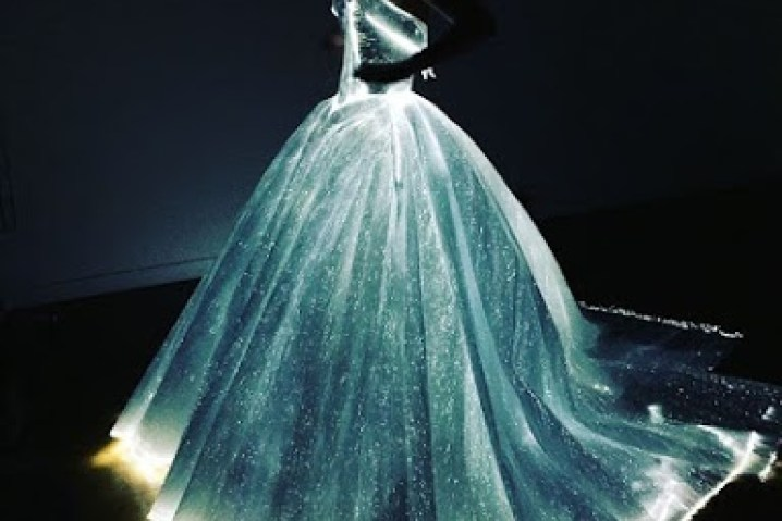 the-magical-light-up-cinderella-dress-that-stole-the-spotlight-at-met-gala-04
