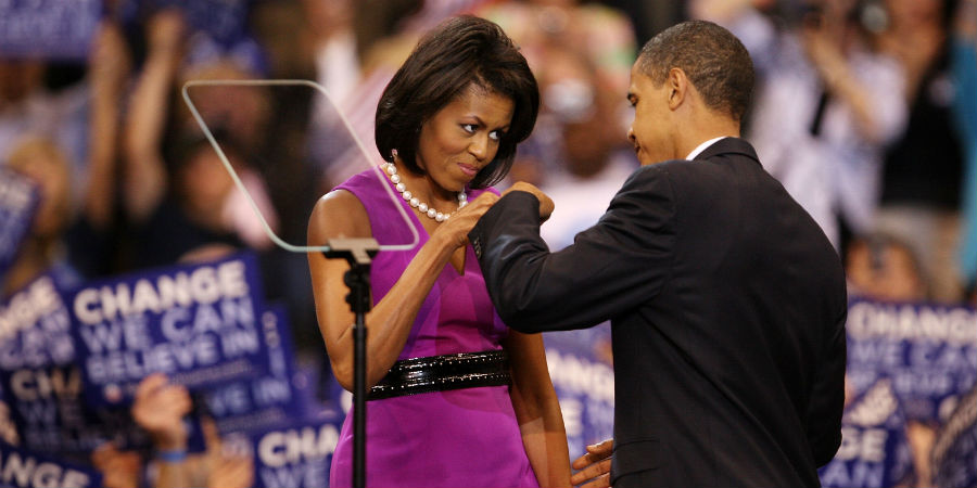 barack-and-michelle-obama-sweetest-moments-03