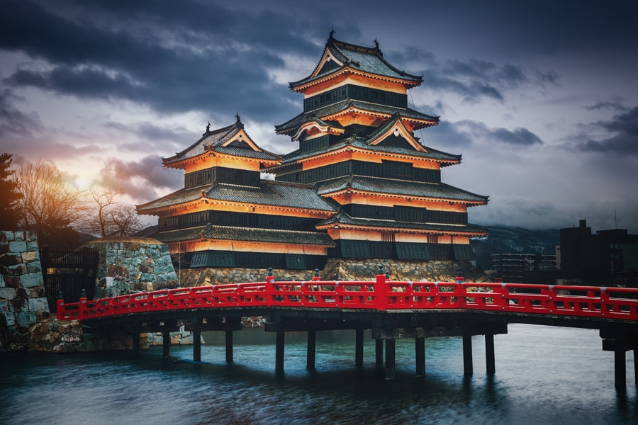 incredibly-cool-castles-around-the-world-01