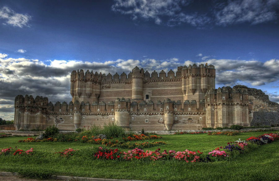 incredibly-cool-castles-around-the-world-06