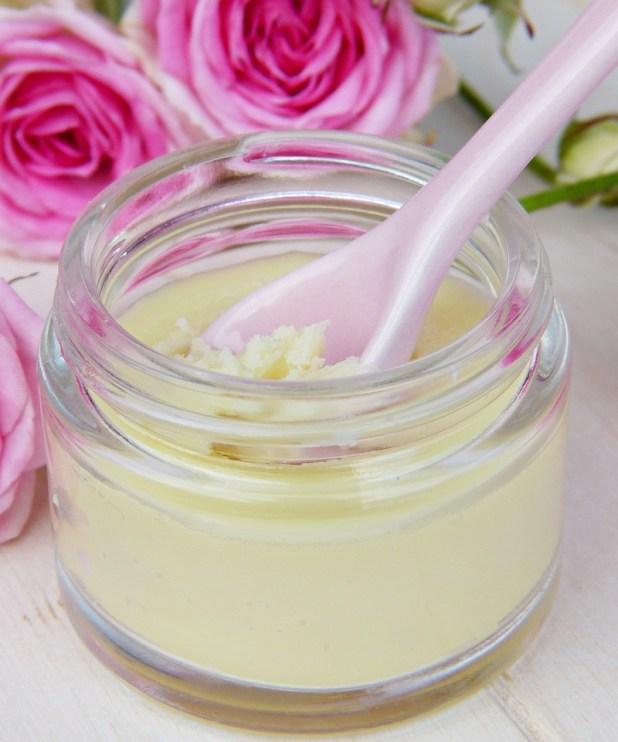 8 ingredientes clave en tratamientos y cremas faciales antienvejecimiento | Her Beauty