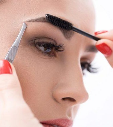 | How to Trim Your Eyebrows Without Messing Them Up | Her Beauty
