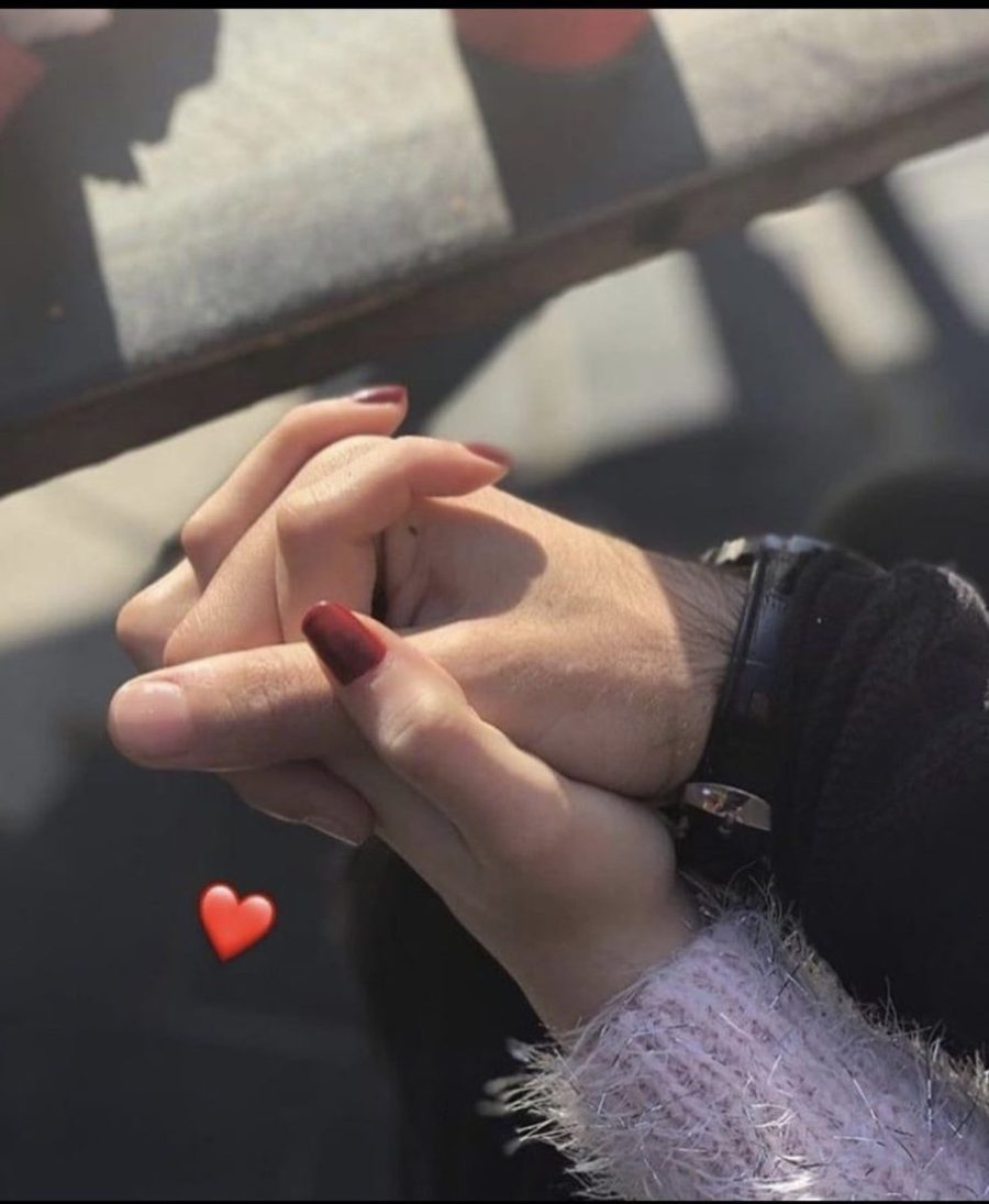 Interlocked fingers | The Way You're Holding Hands Reveals More About Your Relationship Than You Think | Her Beauty