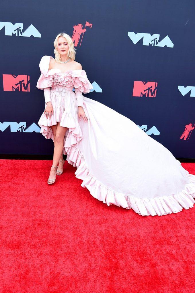 Zara Larsson | Hottest VMA 2019 Looks | Her Beauty