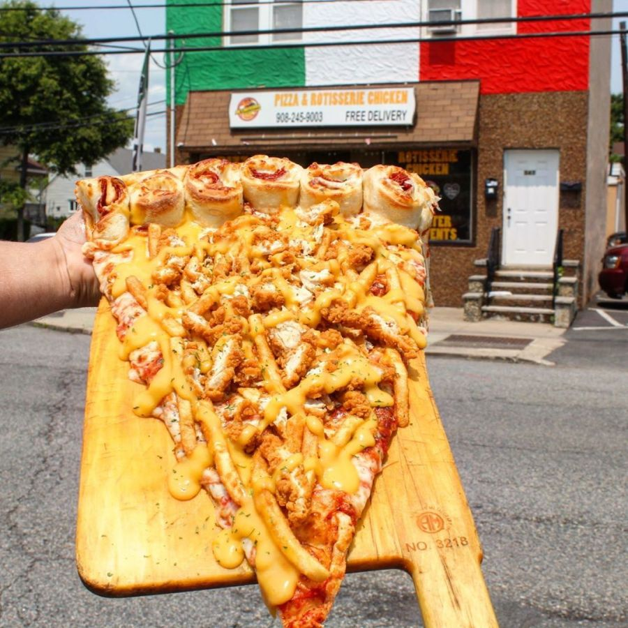 Joe' Rotisseria giant pizza   New Foodie Trend Is A Giant Pizza Slice – The Biggest You've Seen   Her Beauty