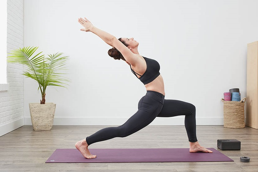 Crescent lunge   15 Morning Yoga Poses For Beginners   Her Beauty