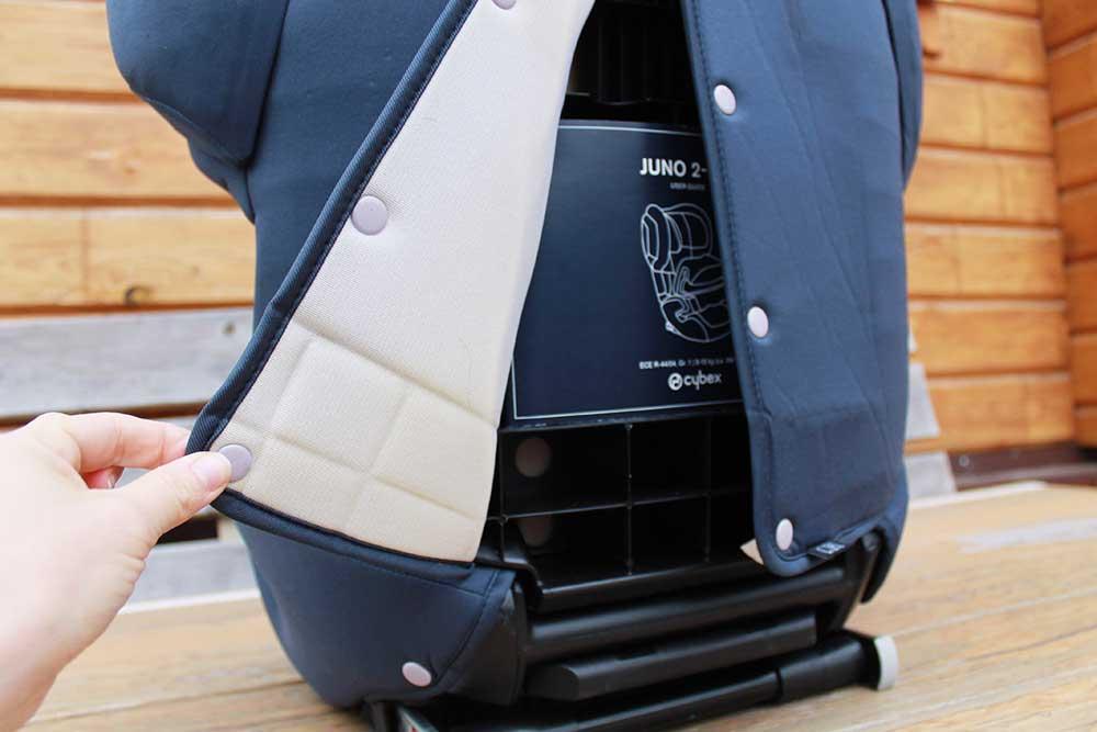И с самого кресла, и со столика обивка легко снимается, влезает в стиральную машинку и быстро сохнет. Это позволяет держать кресло в хорошем состоянии