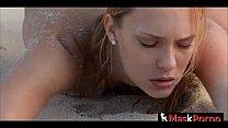 Rubia follando en la playa