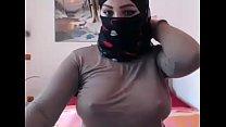 albania/arabian milf fingers herself live