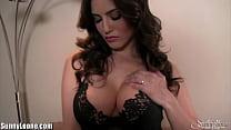 Sunny Leone masturbating a home