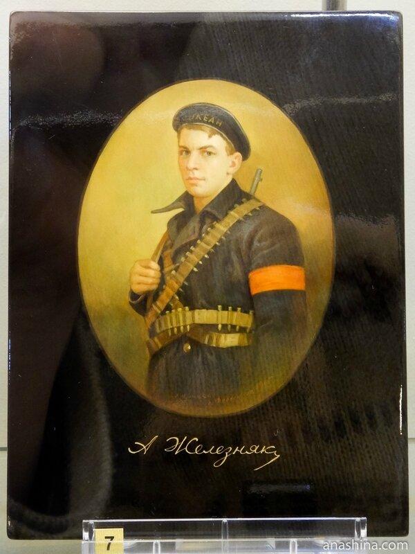 Портрет матроса Анатолия Железняка, Федоскинская лаковая миниатюра