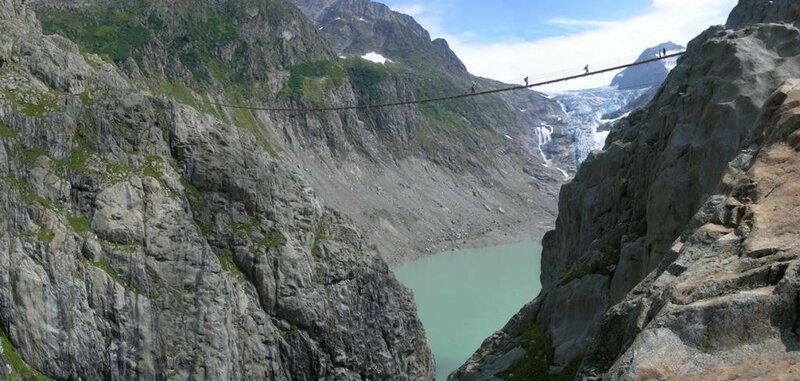 Мост расположен на высоте 100 метров над озером Трифт. (alessandro valerio)
