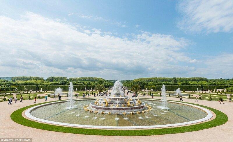 На фото: фонтан Латоны. Строительство дворца было начато Людовиком XIV в 1661 году и продолжалось около 40 лет.