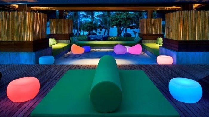 Невероятно красивый бар в бассейне отеля W на острове Самуй, Таиланд