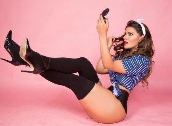 Miss BumBum 2015, преследующая Месси, снялась для обложки журнала
