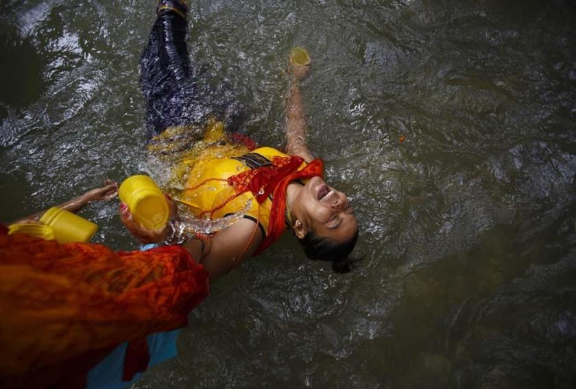 Паломники в Катманду на празднике «Бом бол»