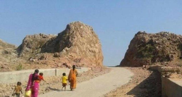 Індієць  Дашратха Манджхі 22 роки будував «дорогу життя» крізь гору