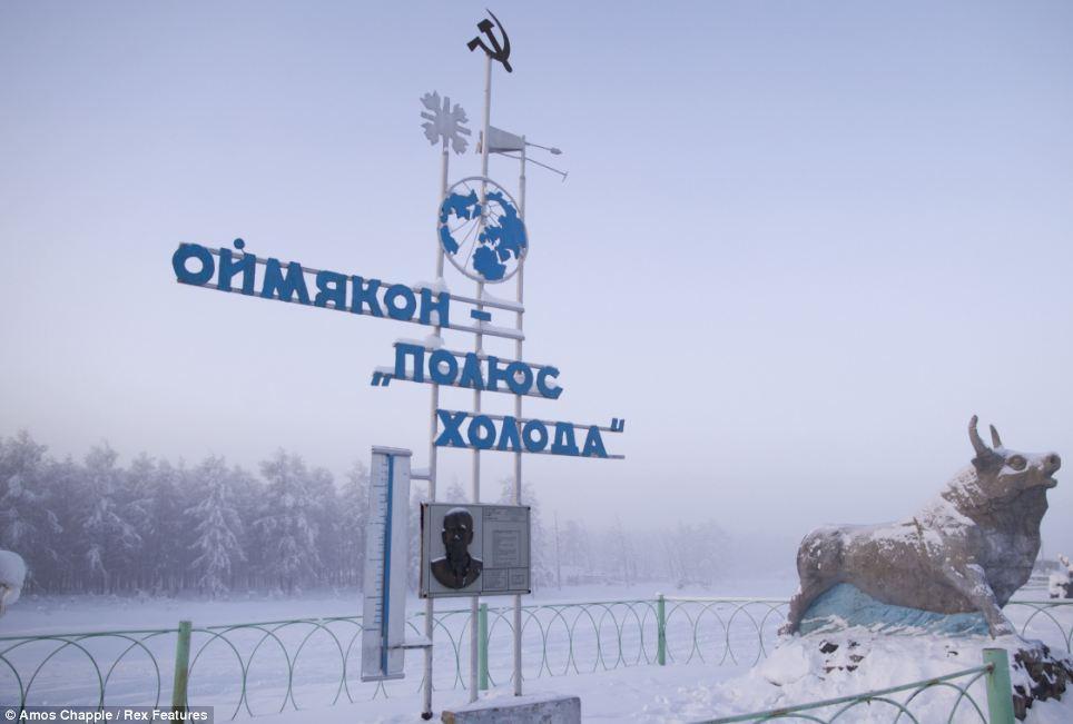 5. На этом памятнике обозначена отметка самой рекордно низкой температуры в истории села.