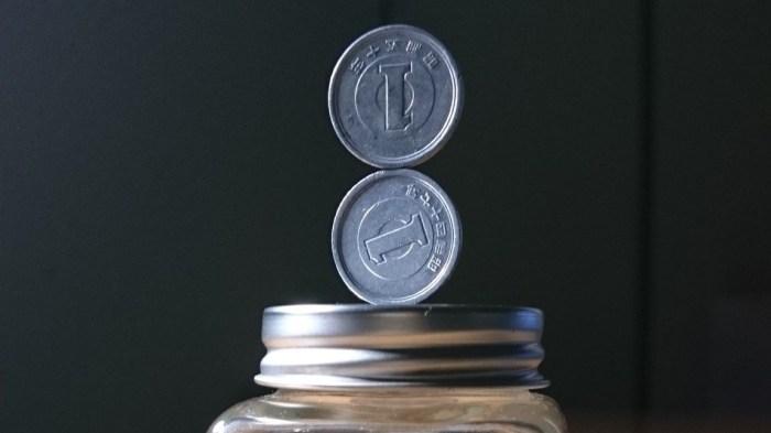 Тану. Скульптуры из балансирующих монет.