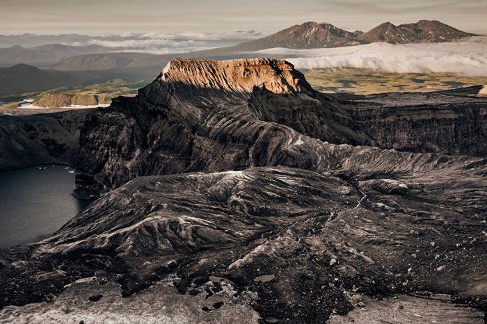 Общий вид кратера вулкана Горелый (1829 метров).