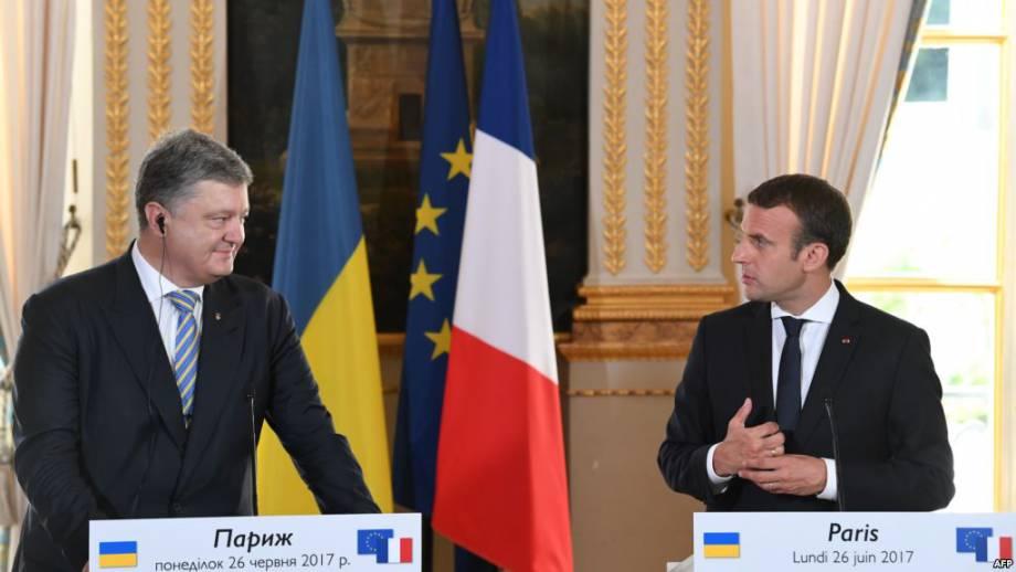 Макрон 26 июня в Париже на встрече с президентом Украины Петром Порошенко, который находится во Франции с рабочим визитом