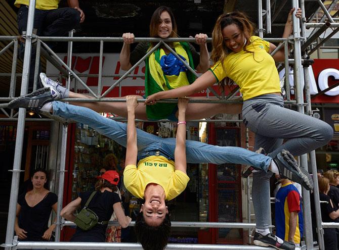 Танцы на «уличных шестах» в Аргентине