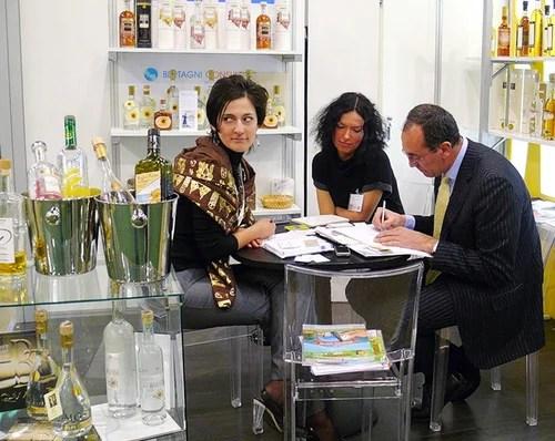 Представительницы женского пола от иностранных компаний на продэкспо 2012 Москва выглядели просто скромницами, по сравнению с россиянками и украинками