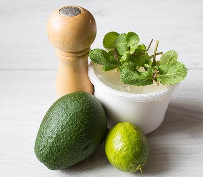 Дип из авокадо с мятой