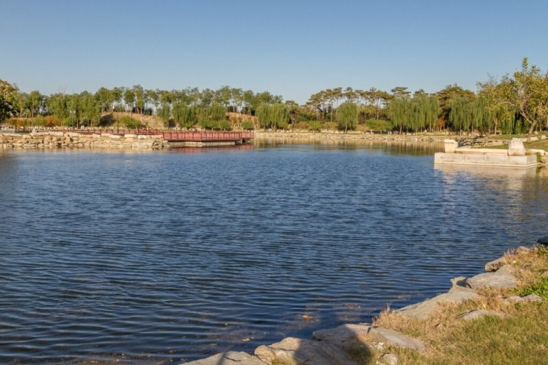 Озеро, парк Юаньминъюань, Пекин