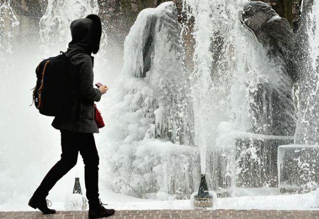 Замерзшие фонтаны. Самые необычные фонтаны мира: писающие дети и другое