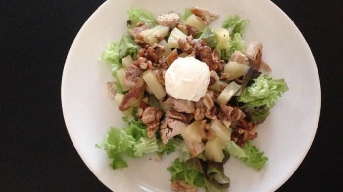 Салат из курицы и орехов